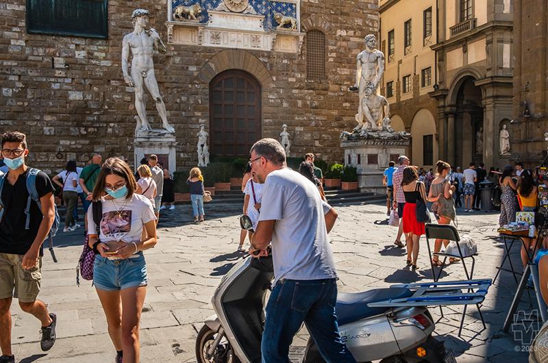 Everybody Digs Piazza della Signoria (2)